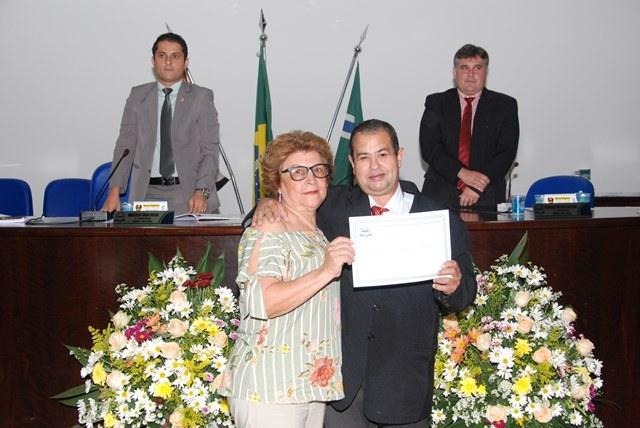 Câmara Municipal realiza entrega de Diploma de Honra ao Mérito